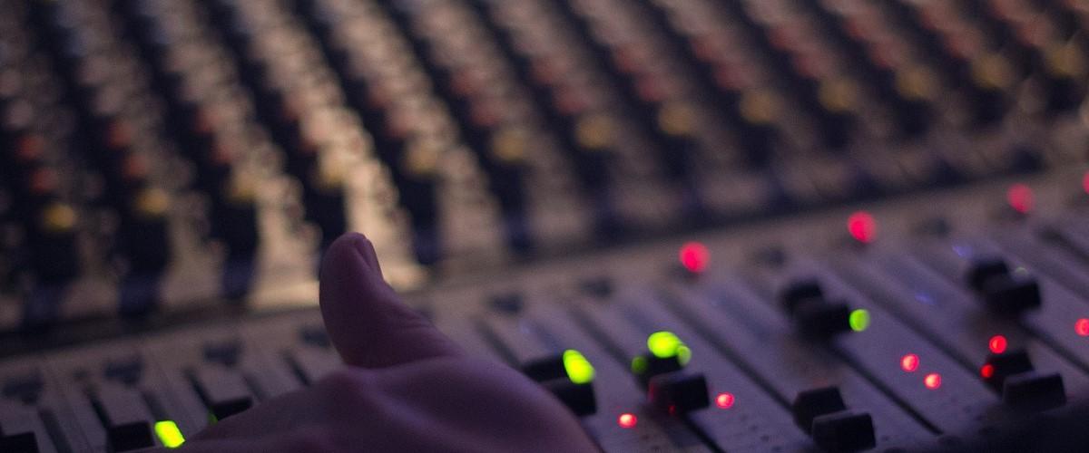 De beste instrumentale muziek 24 uur per dag bij FluxFM webradio
